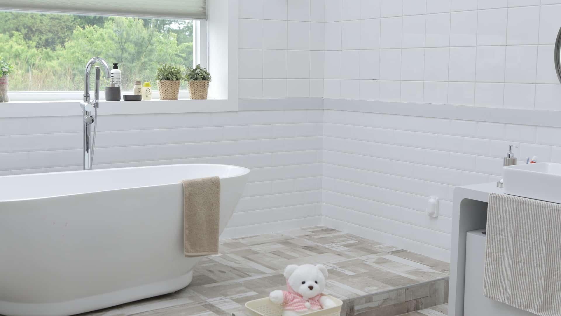 Installer une nouvelle baignoire