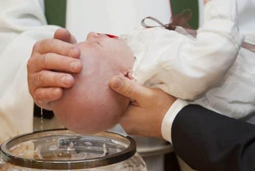 Comment bien organiser un baptême pour son enfant ?