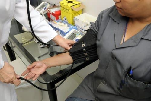 Le cadre juridique de contrôle médical employeur en France