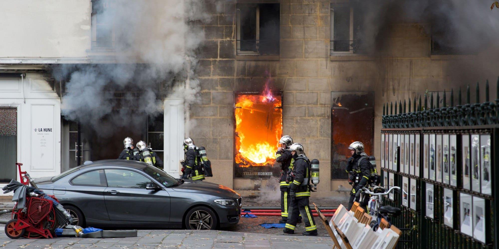 Une menuiserie détruite par les flammes à Biterrois